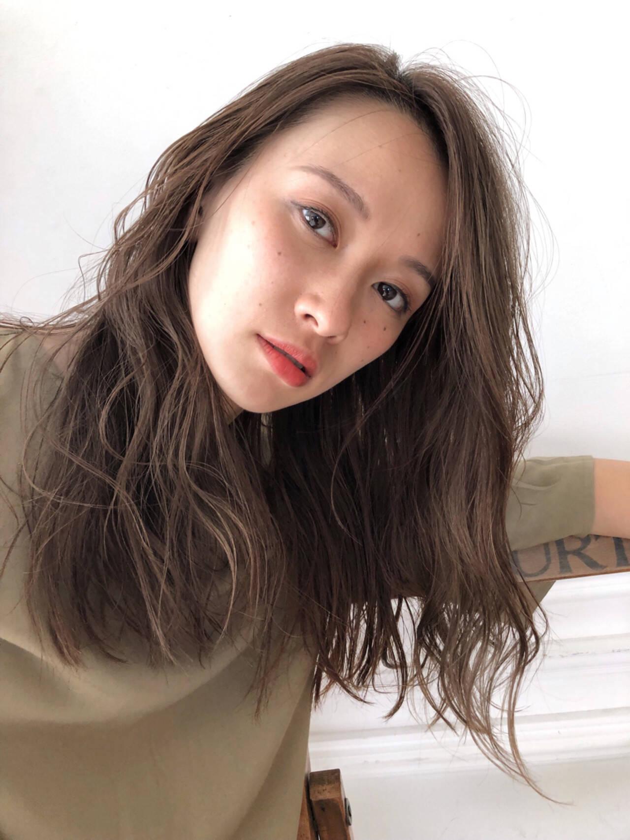 アンニュイ ナチュラル セミロング ハイライトヘアスタイルや髪型の写真・画像