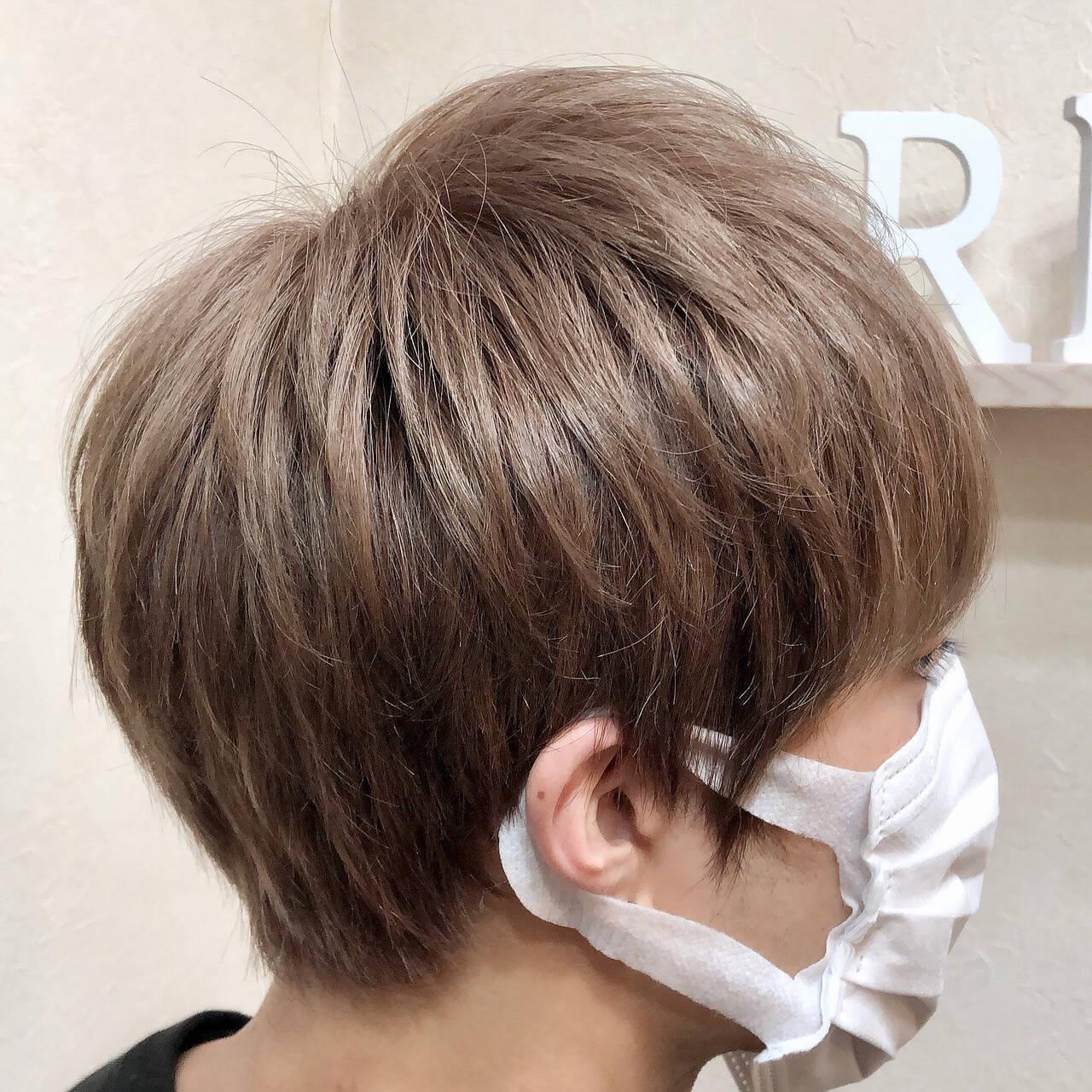 ショート アディクシーカラー 透明感 派手髪ヘアスタイルや髪型の写真・画像