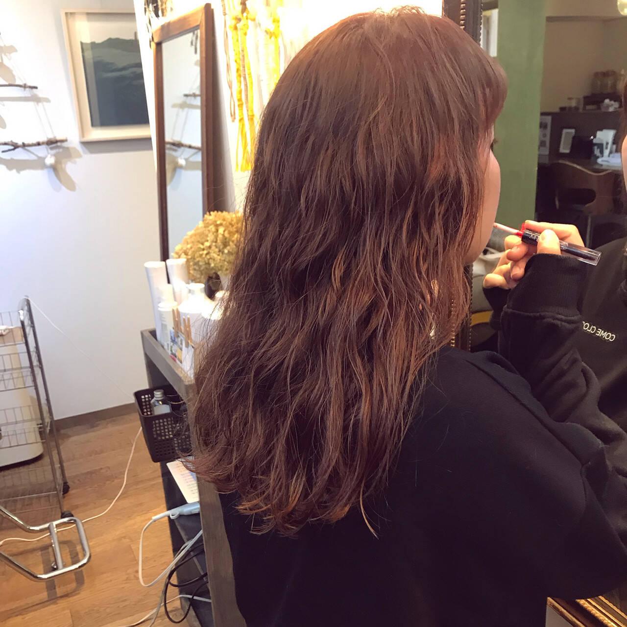 ナチュラル ロング ピンク サーモンピンクヘアスタイルや髪型の写真・画像