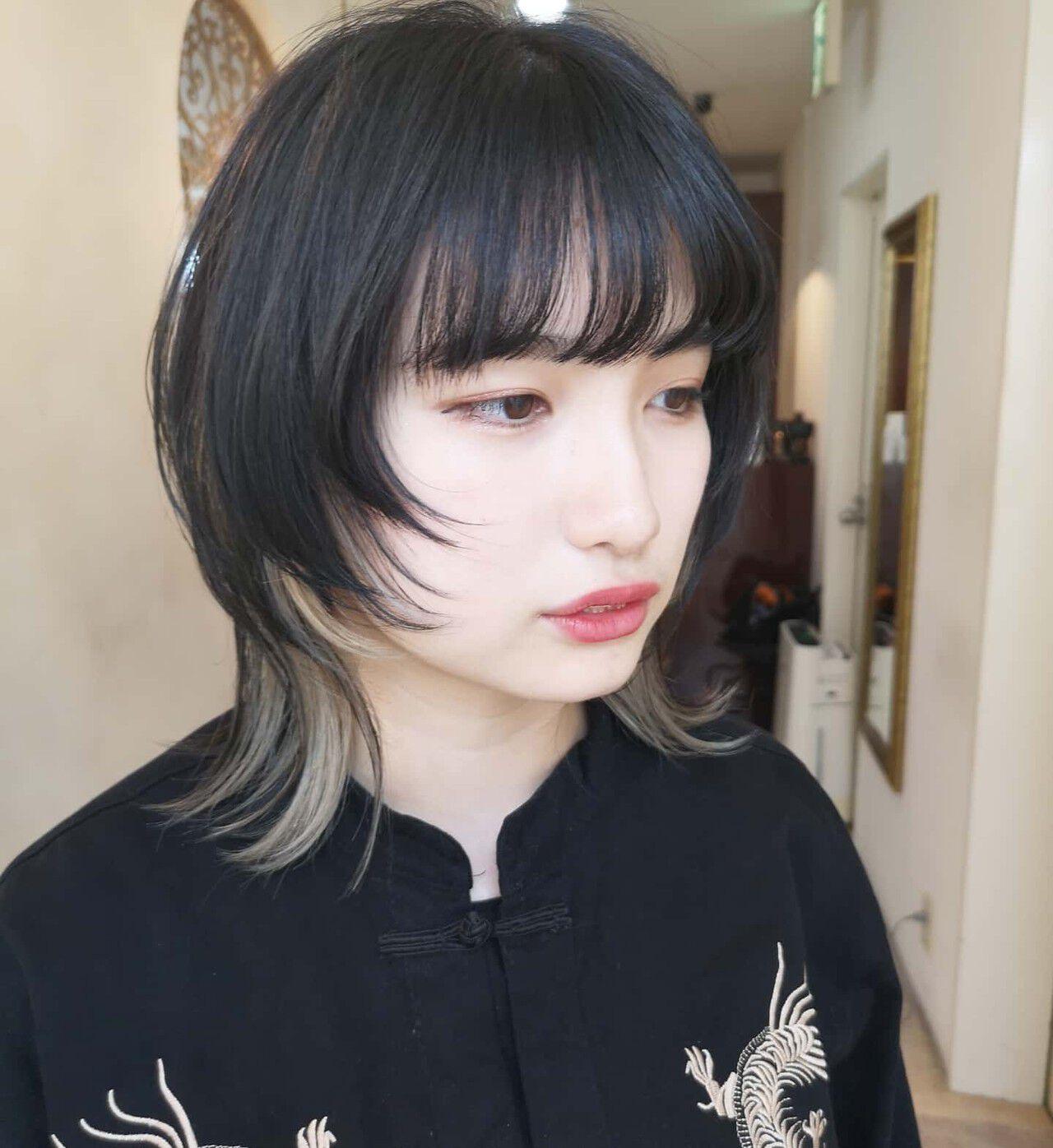 ミディアム ウルフレイヤー マッシュウルフ ウルフヘアスタイルや髪型の写真・画像