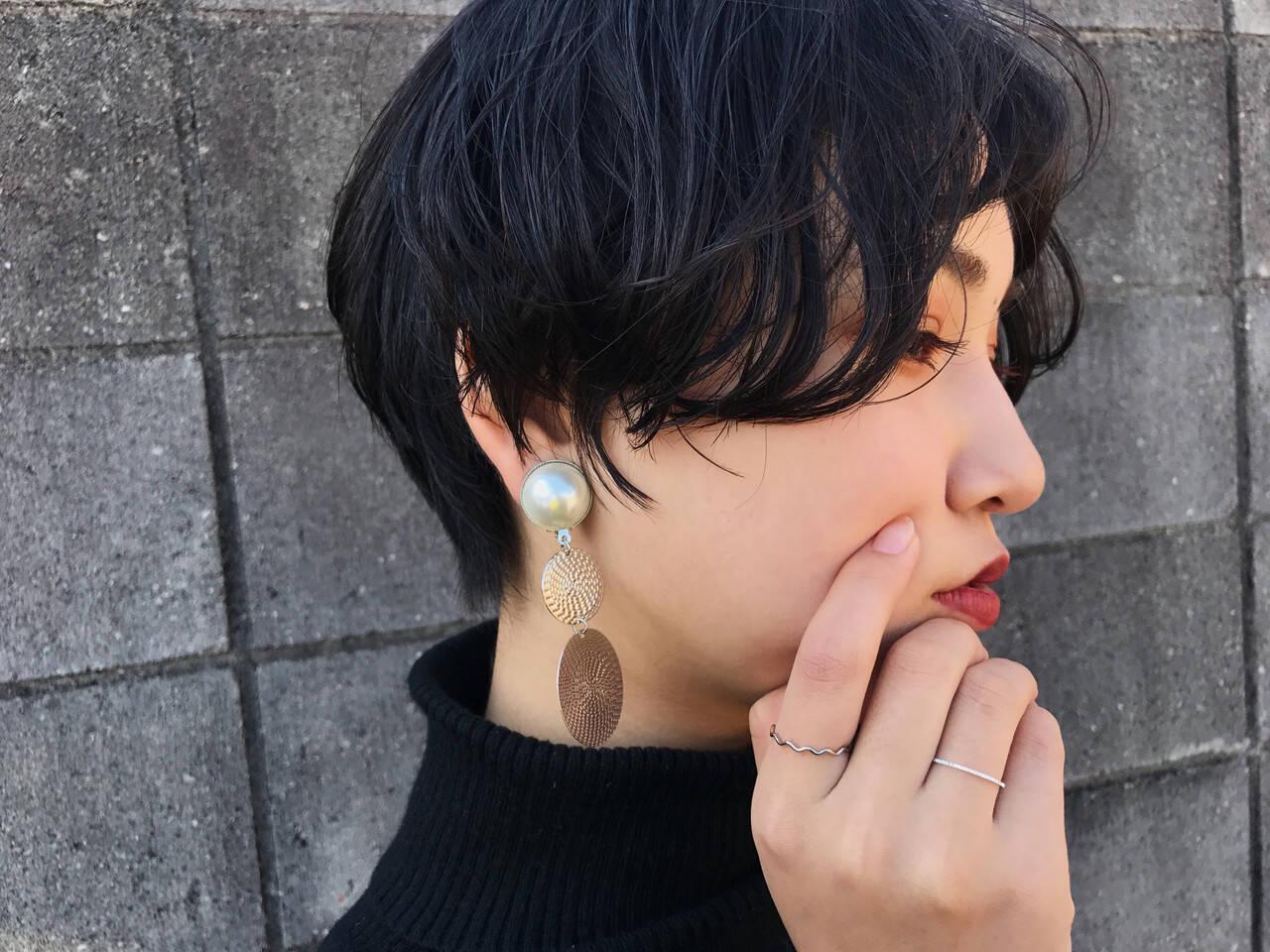 無造作パーマ 黒髪 ナチュラル ショートヘアスタイルや髪型の写真・画像
