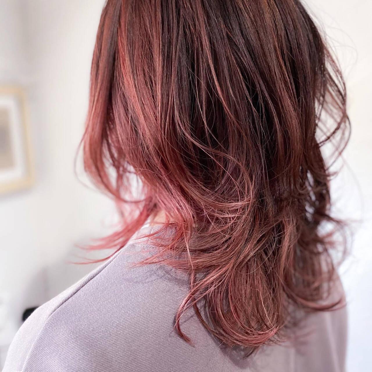 ピンクベージュ ナチュラル 大人ハイライト セミロングヘアスタイルや髪型の写真・画像