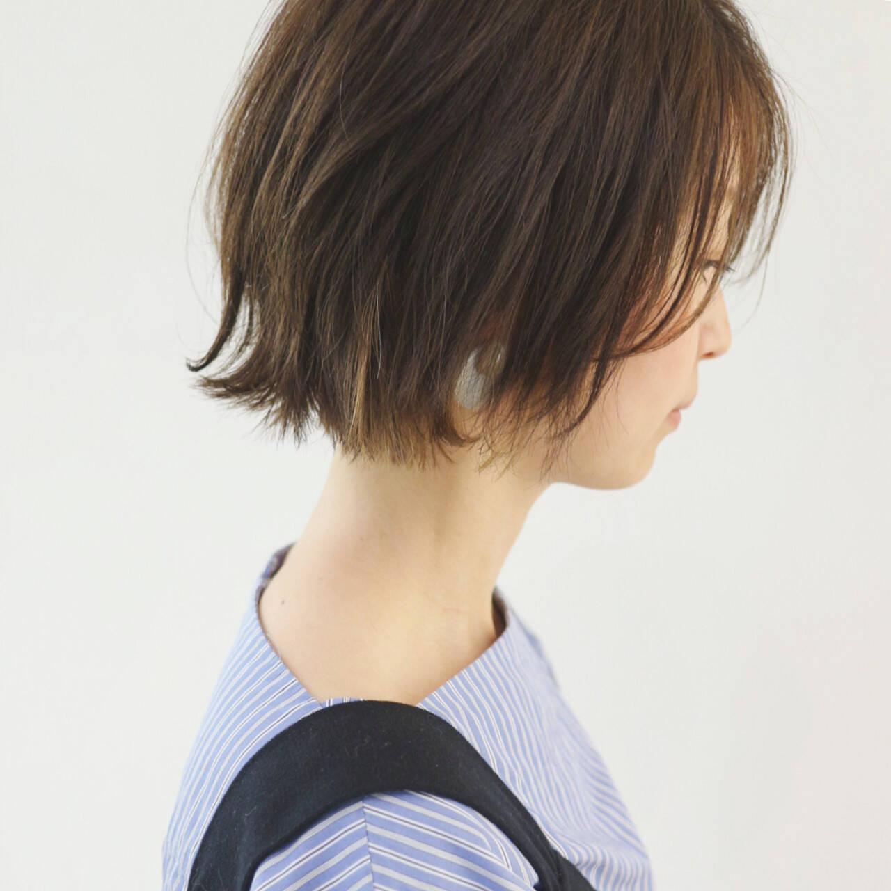 ミニボブ インナーカラー グレージュ 切りっぱなしボブヘアスタイルや髪型の写真・画像