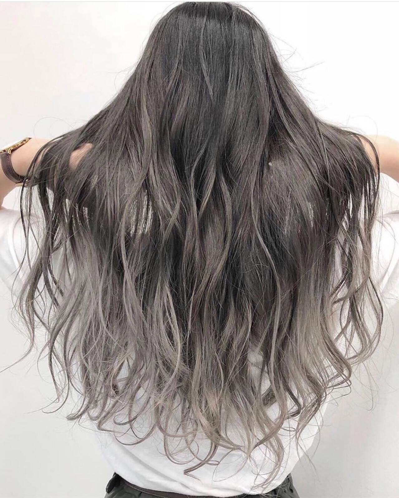 アッシュグレー ストリート グラデーションカラー シルバーアッシュヘアスタイルや髪型の写真・画像