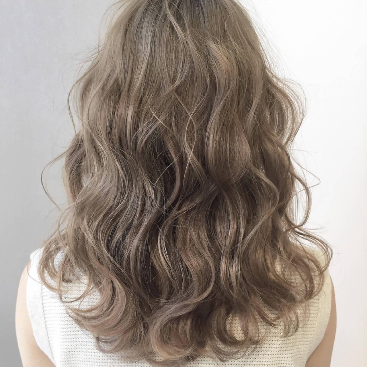 ミルクティーグレージュ ミルクティーベージュ アッシュグレージュ 簡単ヘアアレンジヘアスタイルや髪型の写真・画像