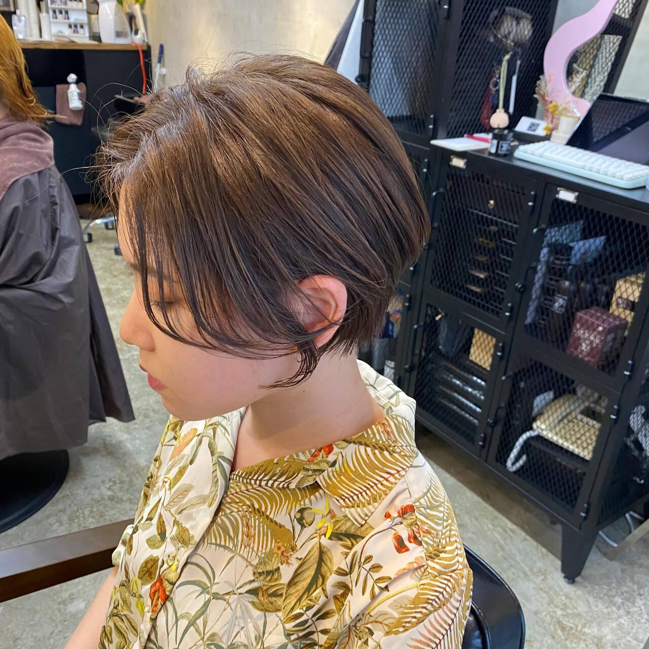 極細ハイライト グレージュ こなれ感 ショートヘアスタイルや髪型の写真・画像