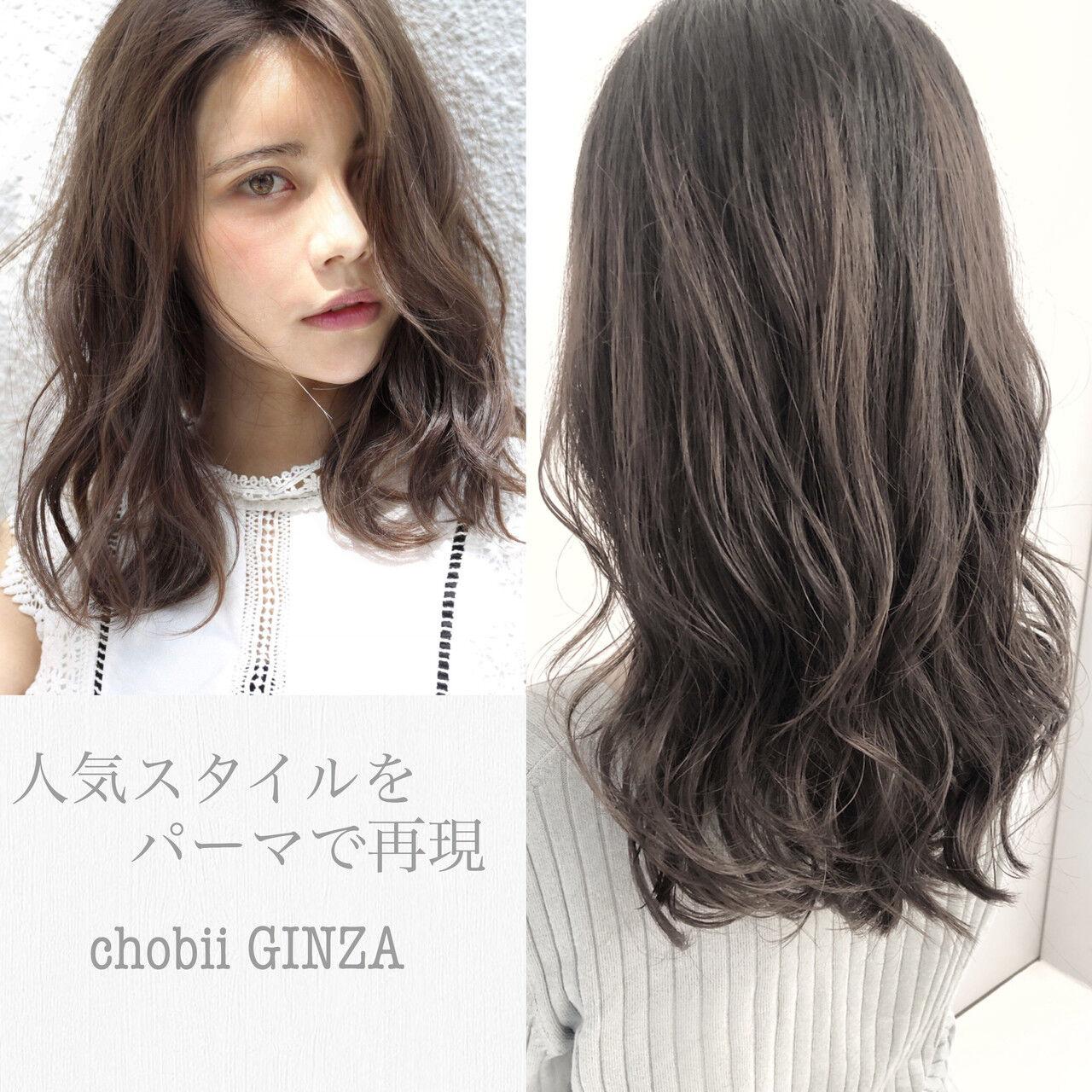 ゆるふわパーマ デジタルパーマ セミロング グレージュヘアスタイルや髪型の写真・画像