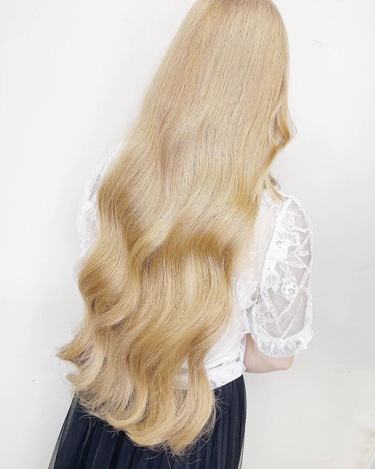 ロング ナチュラル バレイヤージュ ホワイトブリーチヘアスタイルや髪型の写真・画像