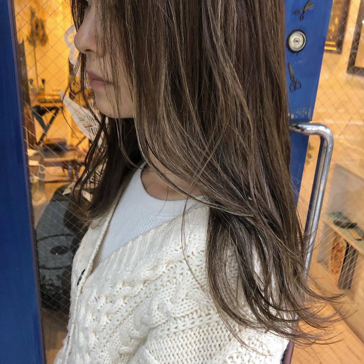 ナチュラル グレージュ ロング 3Dハイライトヘアスタイルや髪型の写真・画像