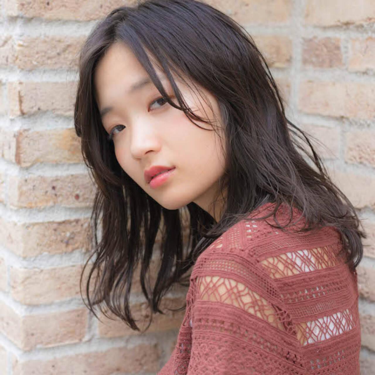 大人かわいい パーマ グレージュ ミディアムヘアスタイルや髪型の写真・画像