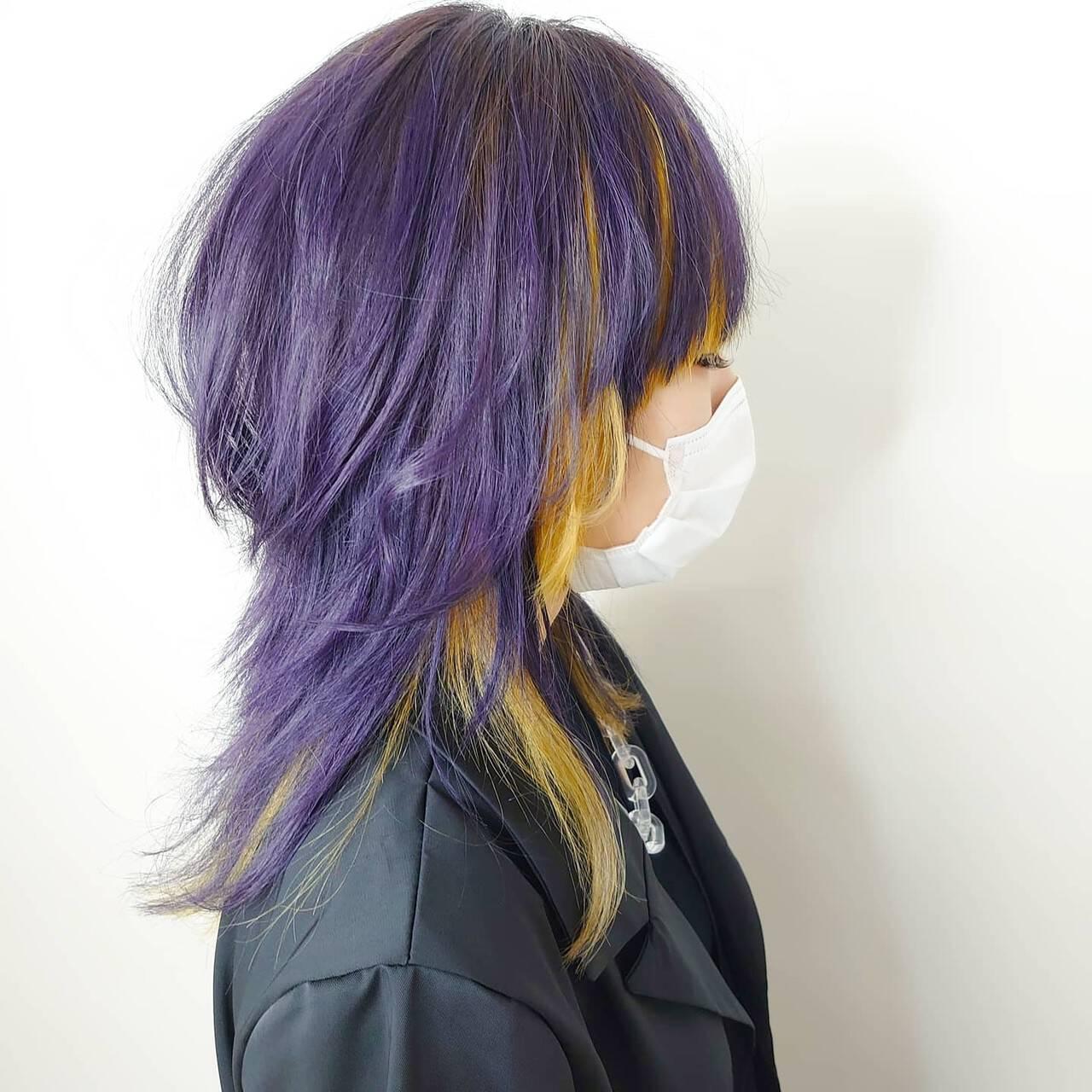 紫 ブリーチカラー セミロング イエローヘアスタイルや髪型の写真・画像
