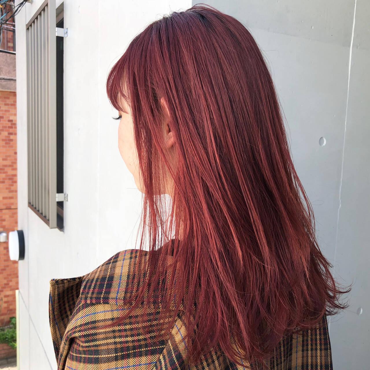 ストリート ピンク セミロング レッドヘアスタイルや髪型の写真・画像