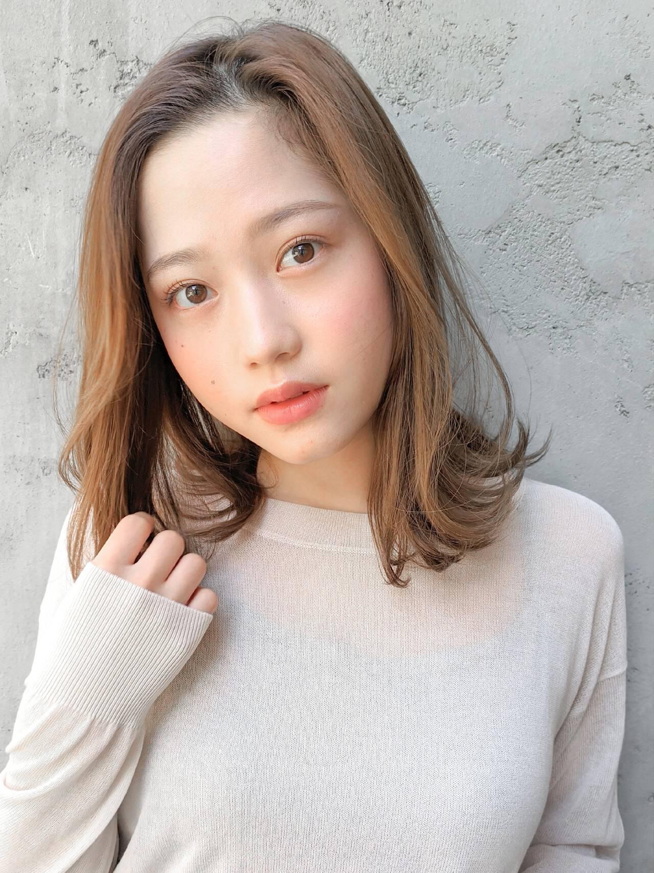 毛先パーマ ゆるウェーブ インナーカラー フェミニンヘアスタイルや髪型の写真・画像