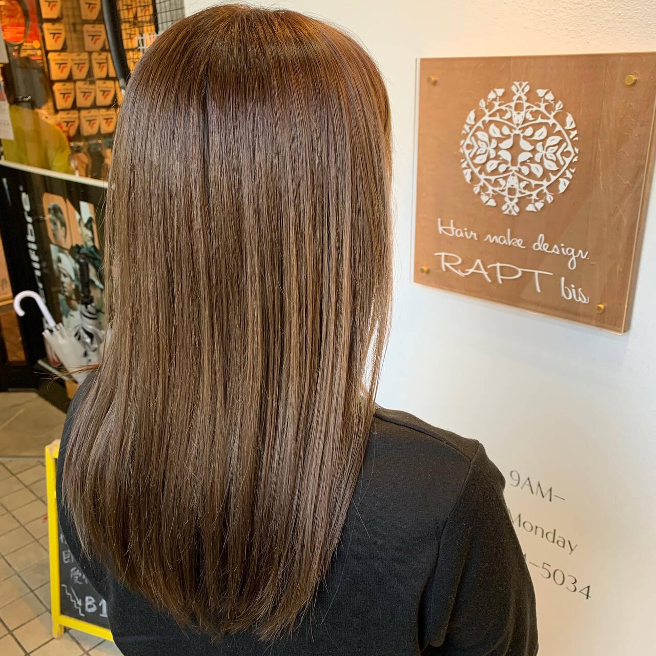 ベージュ ブラウンベージュ セミロング ミルクティーベージュヘアスタイルや髪型の写真・画像