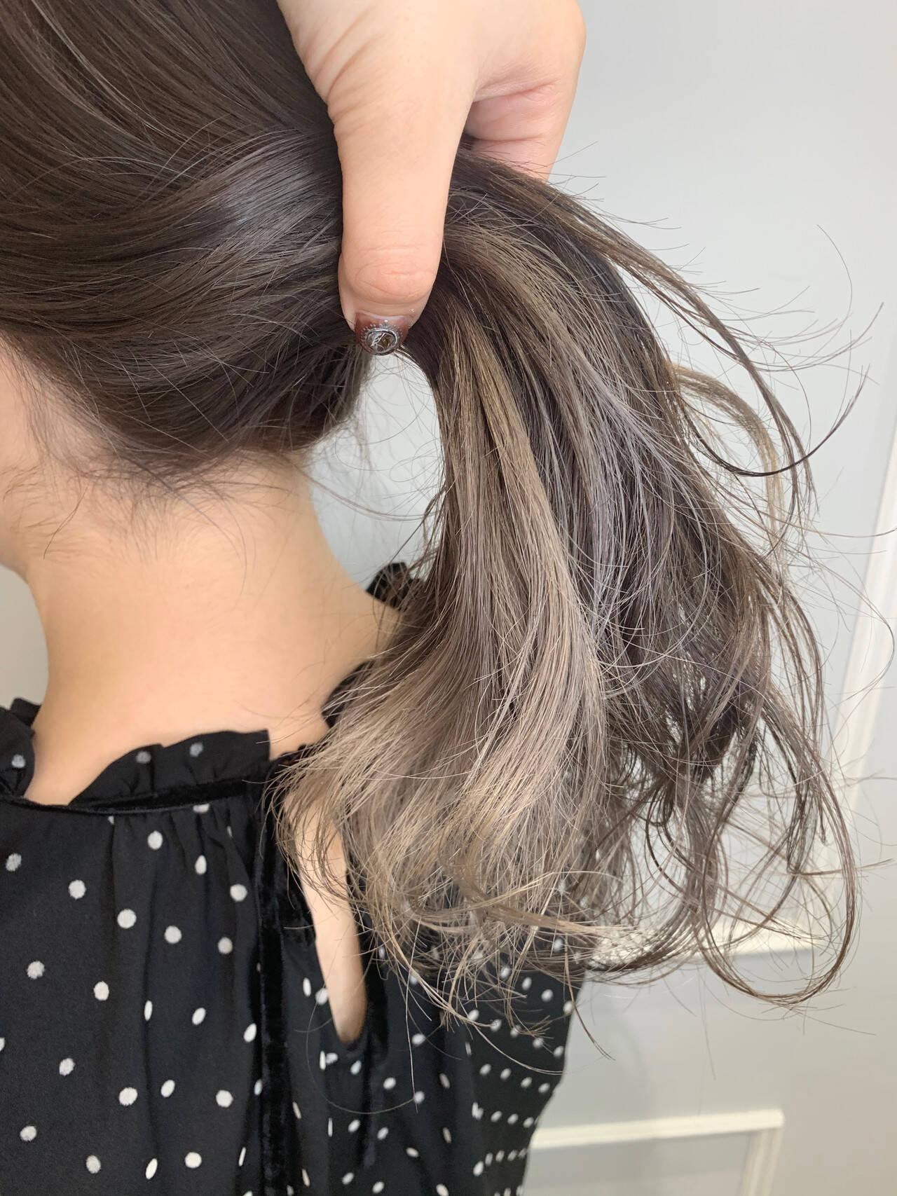 ホワイトグレージュ グレージュ ナチュラル ハイトーンカラーヘアスタイルや髪型の写真・画像