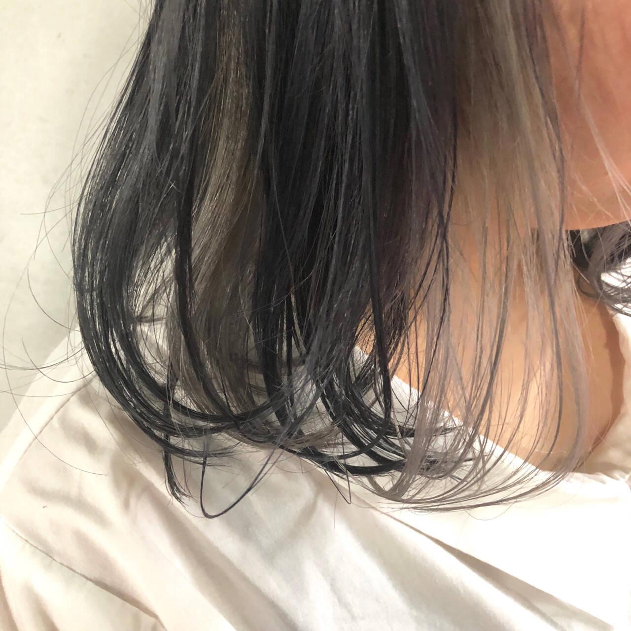 ナチュラル インナーカラー グレージュ アッシュグレーヘアスタイルや髪型の写真・画像