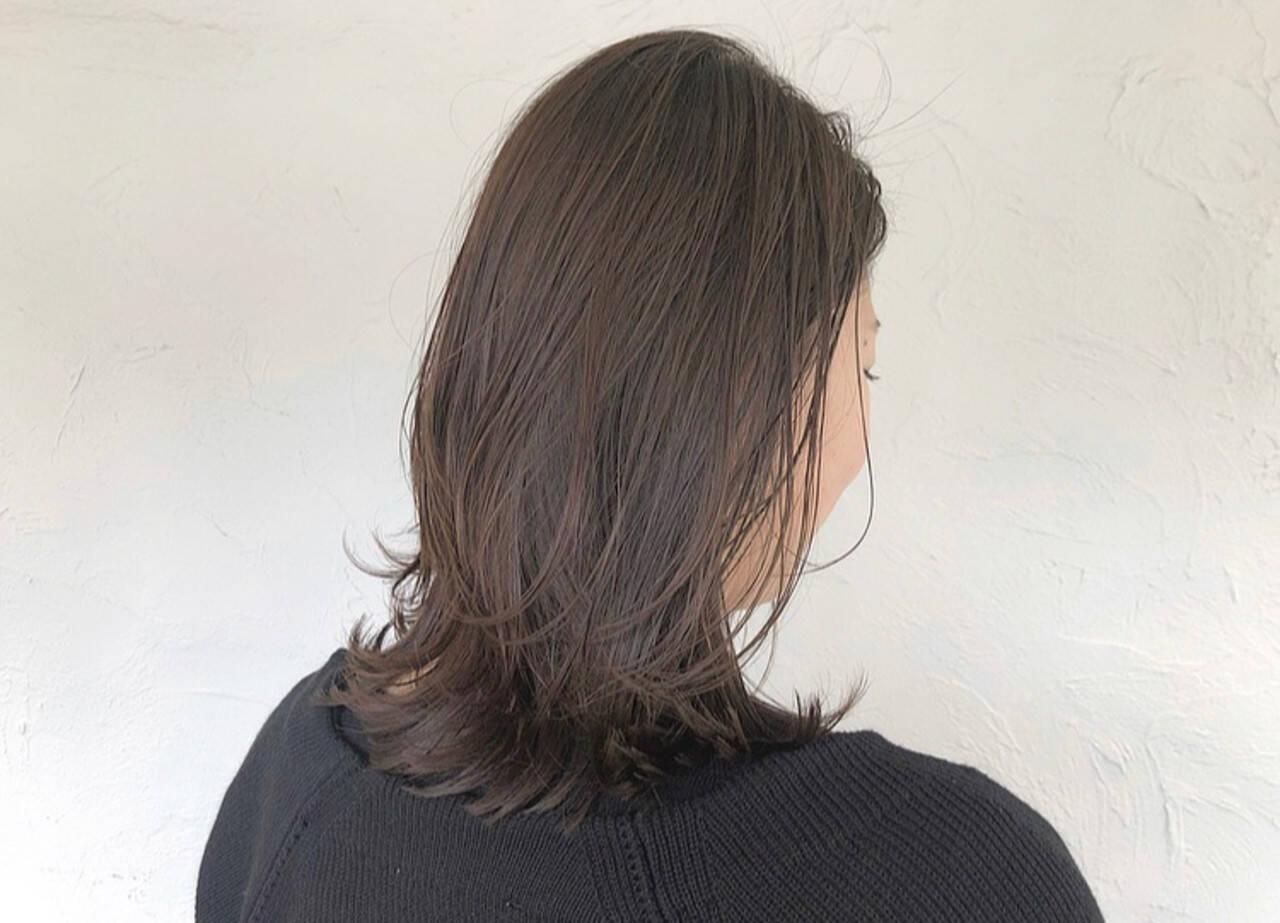 ミディアムレイヤー ミディアム ウェット感 ナチュラルヘアスタイルや髪型の写真・画像