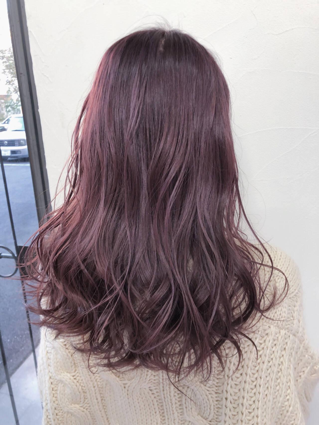 ベリーピンク フェミニン セミロング ベージュヘアスタイルや髪型の写真・画像