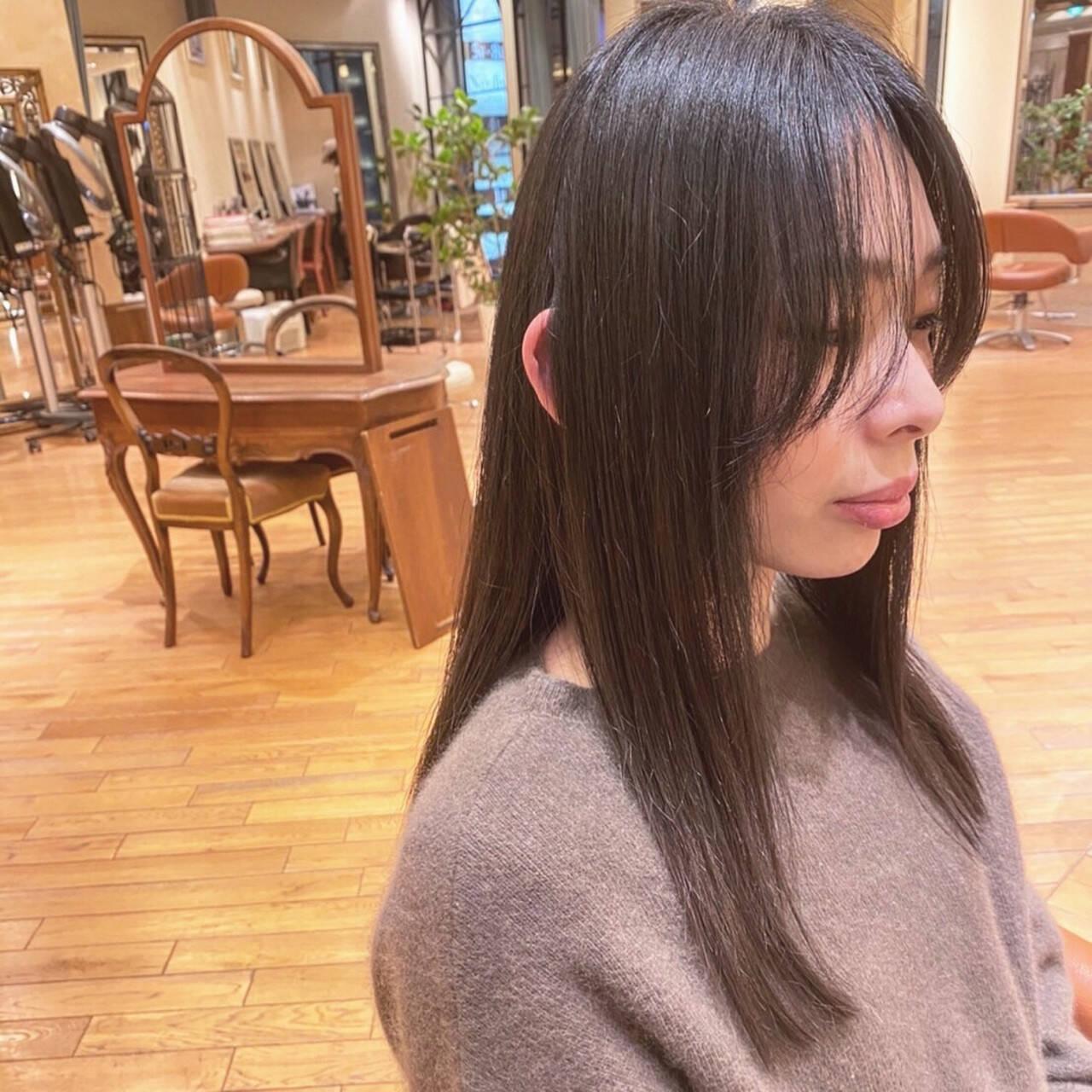 ロングヘア ロング 艶髪 ナチュラルヘアスタイルや髪型の写真・画像
