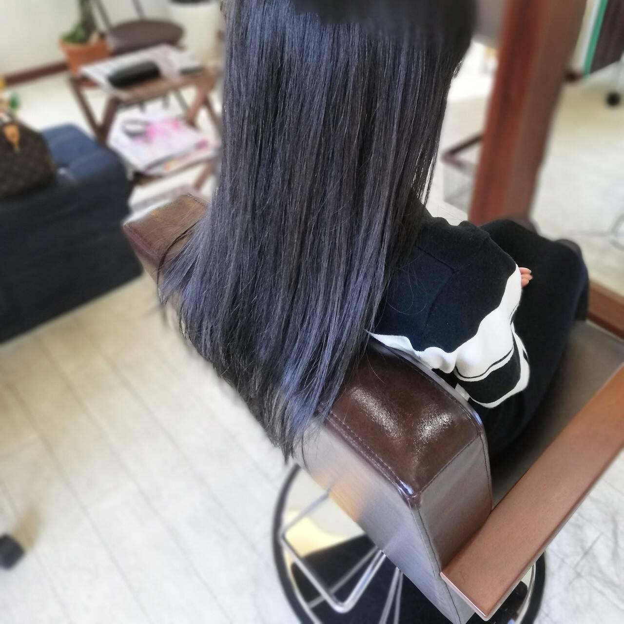 ナチュラル ロング アッシュグレーヘアスタイルや髪型の写真・画像