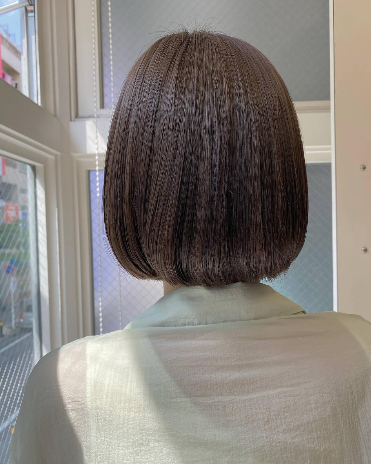 ミニボブ ボブ グレージュ 切りっぱなしボブヘアスタイルや髪型の写真・画像