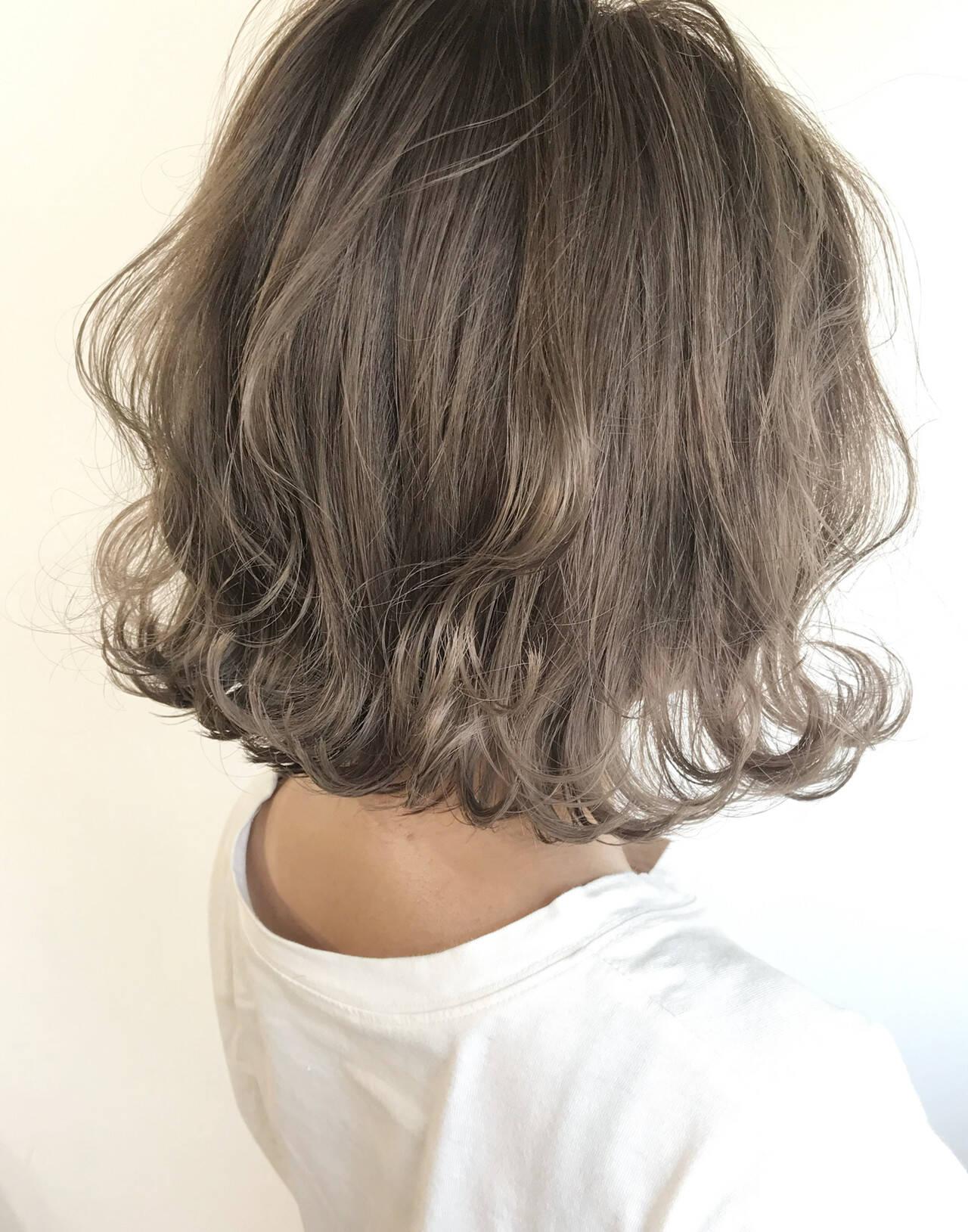 ミルクティーベージュ ミニボブ 切りっぱなしボブ ナチュラルヘアスタイルや髪型の写真・画像