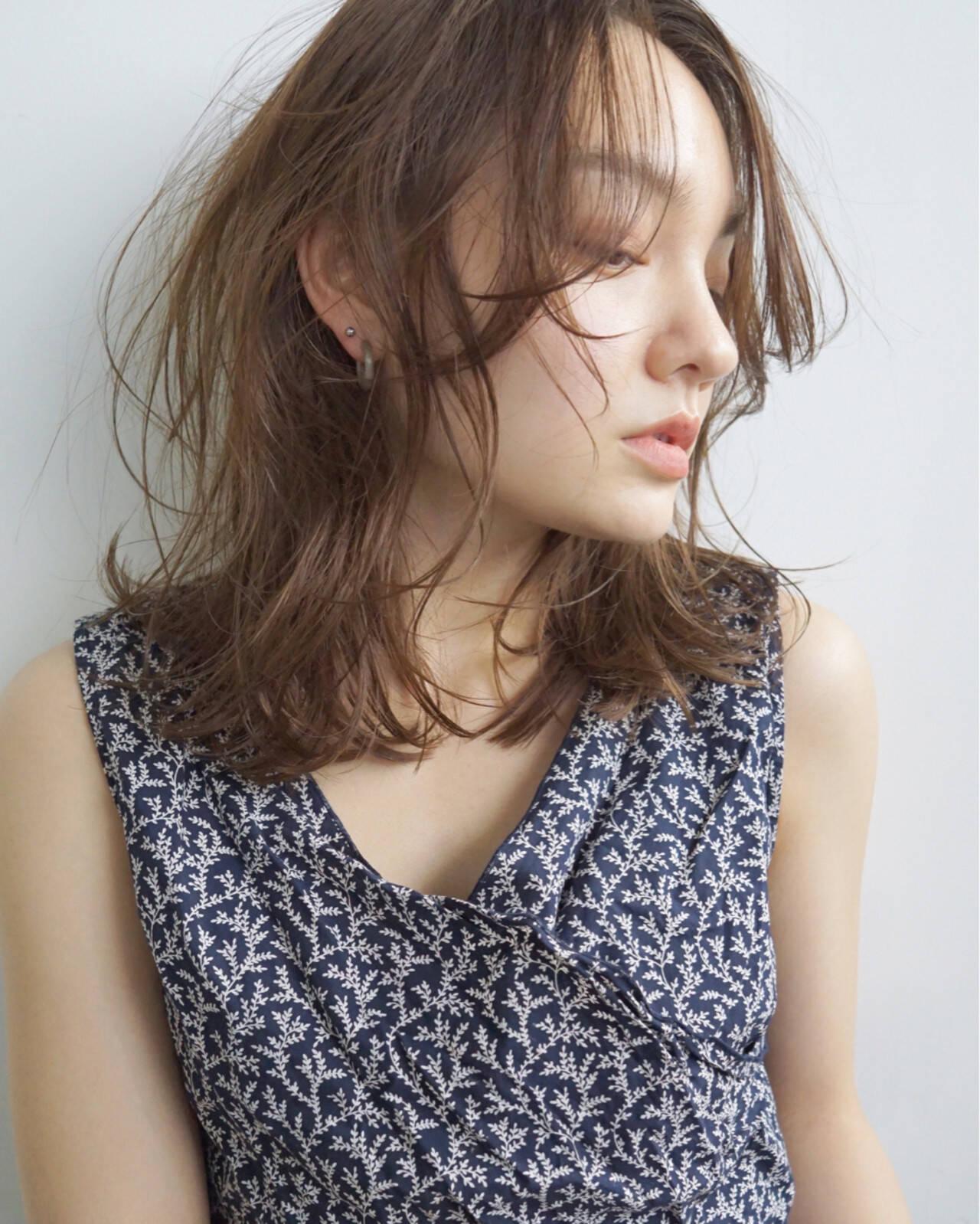 パーマ フェミニン うざバング 前髪なしヘアスタイルや髪型の写真・画像