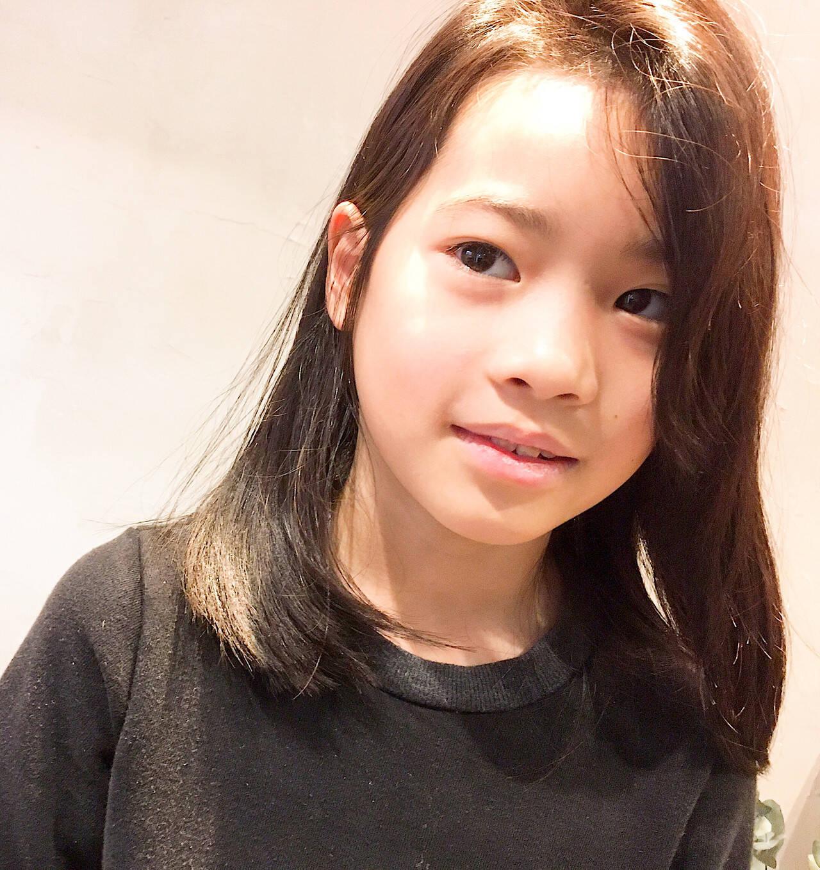 ミディアム 髪質改善 かき上げ前髪 キッズカットヘアスタイルや髪型の写真・画像