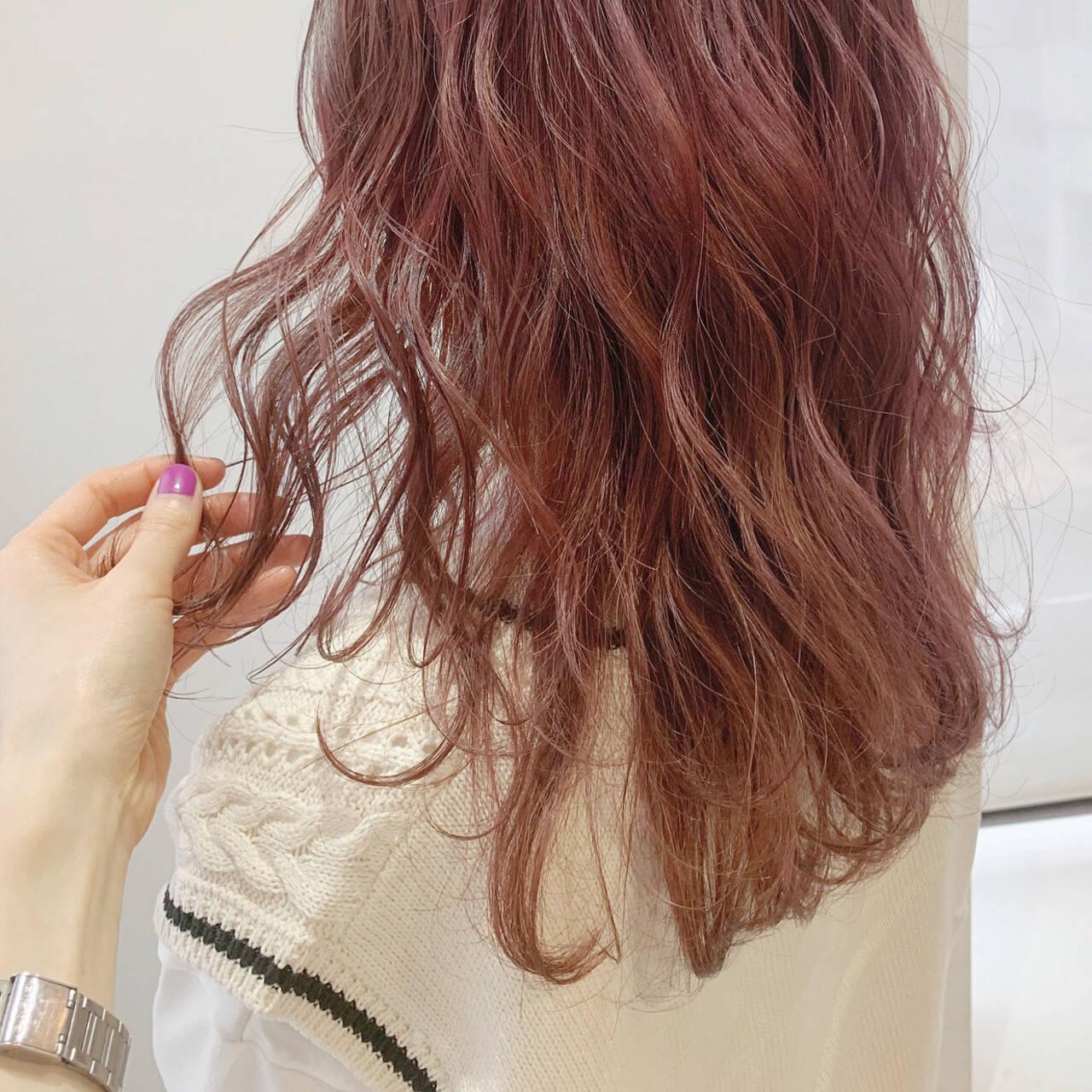 ブリーチ ナチュラル ダブルカラー ピンクヘアスタイルや髪型の写真・画像