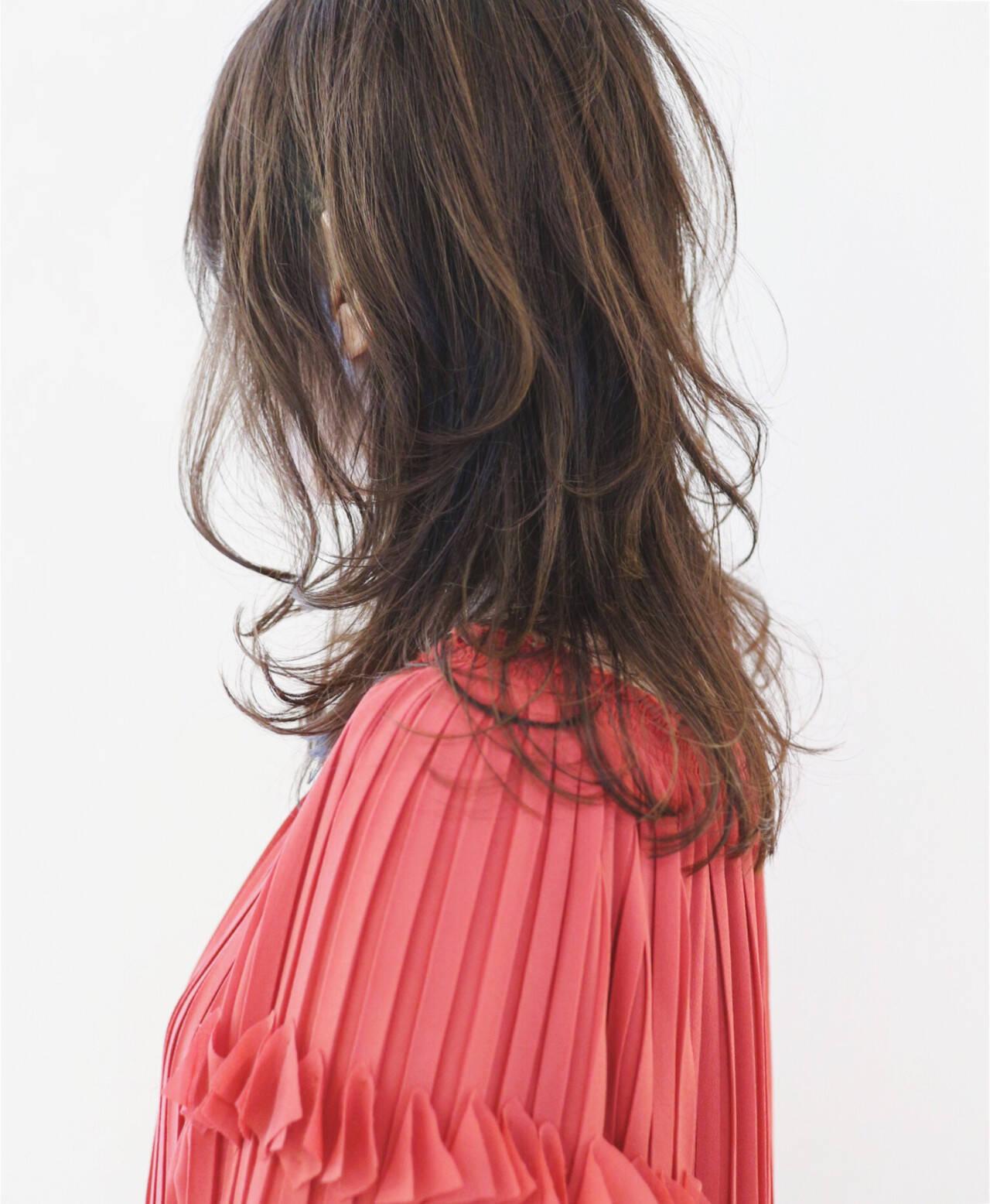 グラデーションカラー ニュアンスウルフ ウルフカット ナチュラルウルフヘアスタイルや髪型の写真・画像