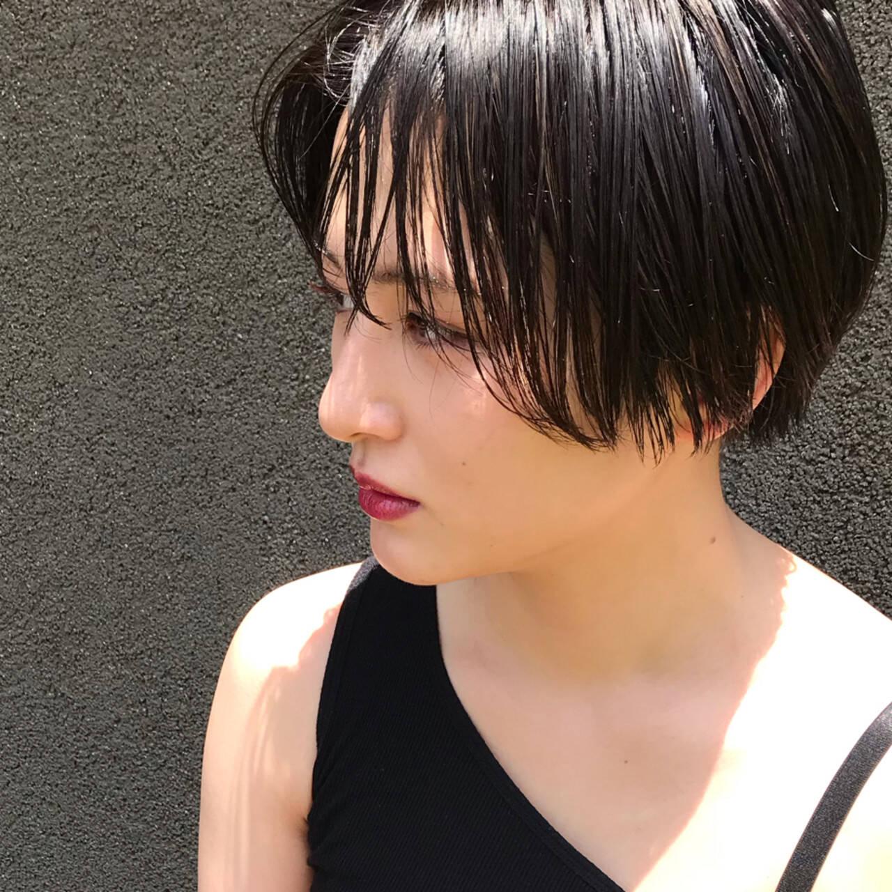 ウェットヘア 切りっぱなし ショート クールヘアスタイルや髪型の写真・画像