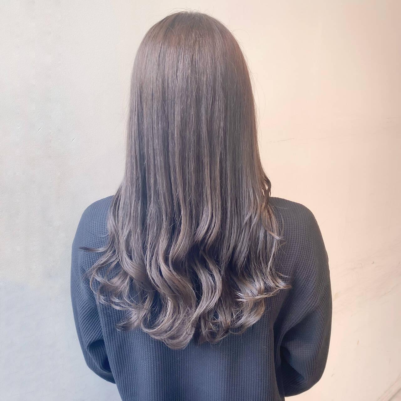 グレージュ ミルクティーベージュ 透明感カラー ナチュラルヘアスタイルや髪型の写真・画像