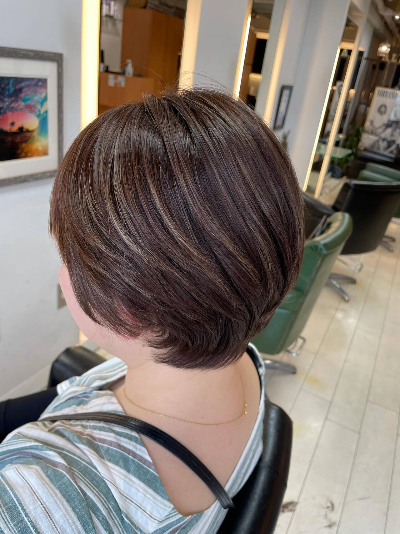 ショートボブ ブリーチ ナチュラル ダブルカラーヘアスタイルや髪型の写真・画像