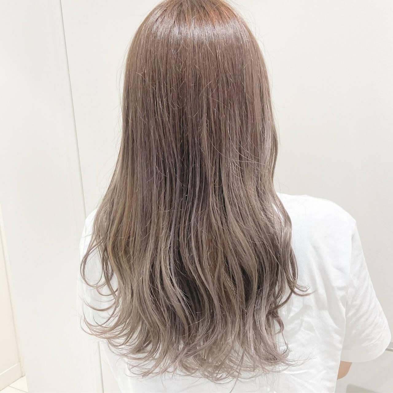 ミルクティーグレージュ ミルクティー ロング ミルクティーアッシュヘアスタイルや髪型の写真・画像