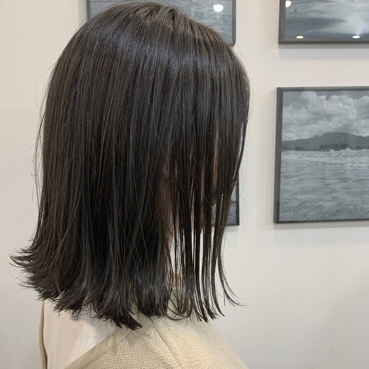 ショートボブ マットグレージュ 切りっぱなしボブ ナチュラルヘアスタイルや髪型の写真・画像