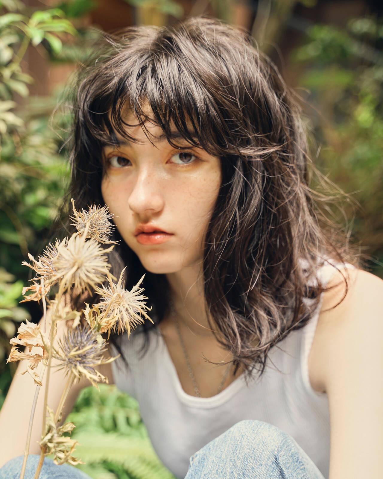 ミディアムレイヤー レイヤーカット ブラウンベージュ ヌーディベージュヘアスタイルや髪型の写真・画像