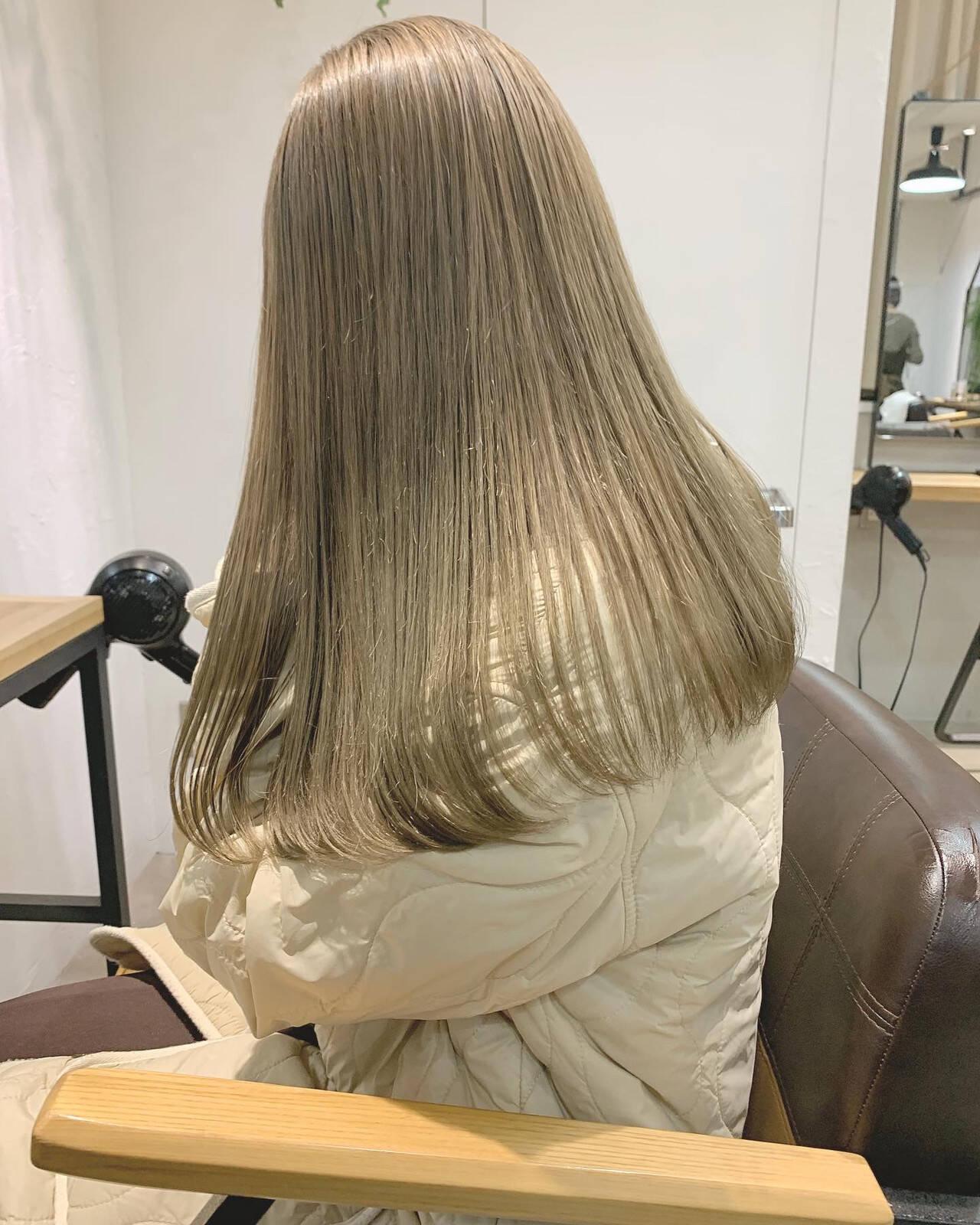 ナチュラル 透明感カラー ブリーチカラー ミルクティーベージュヘアスタイルや髪型の写真・画像