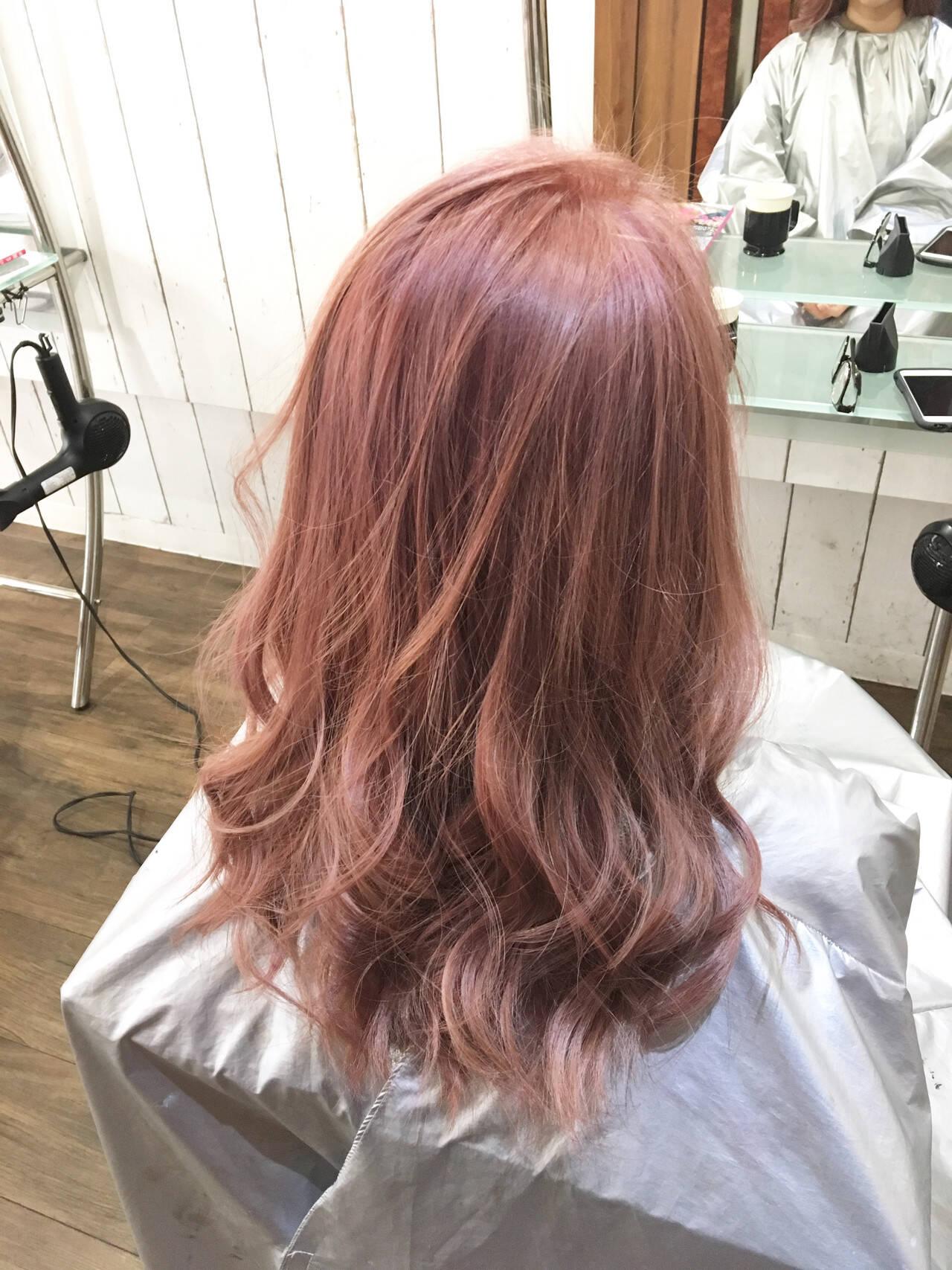 ナチュラル 外国人風カラー ピンクベージュ ブリーチヘアスタイルや髪型の写真・画像