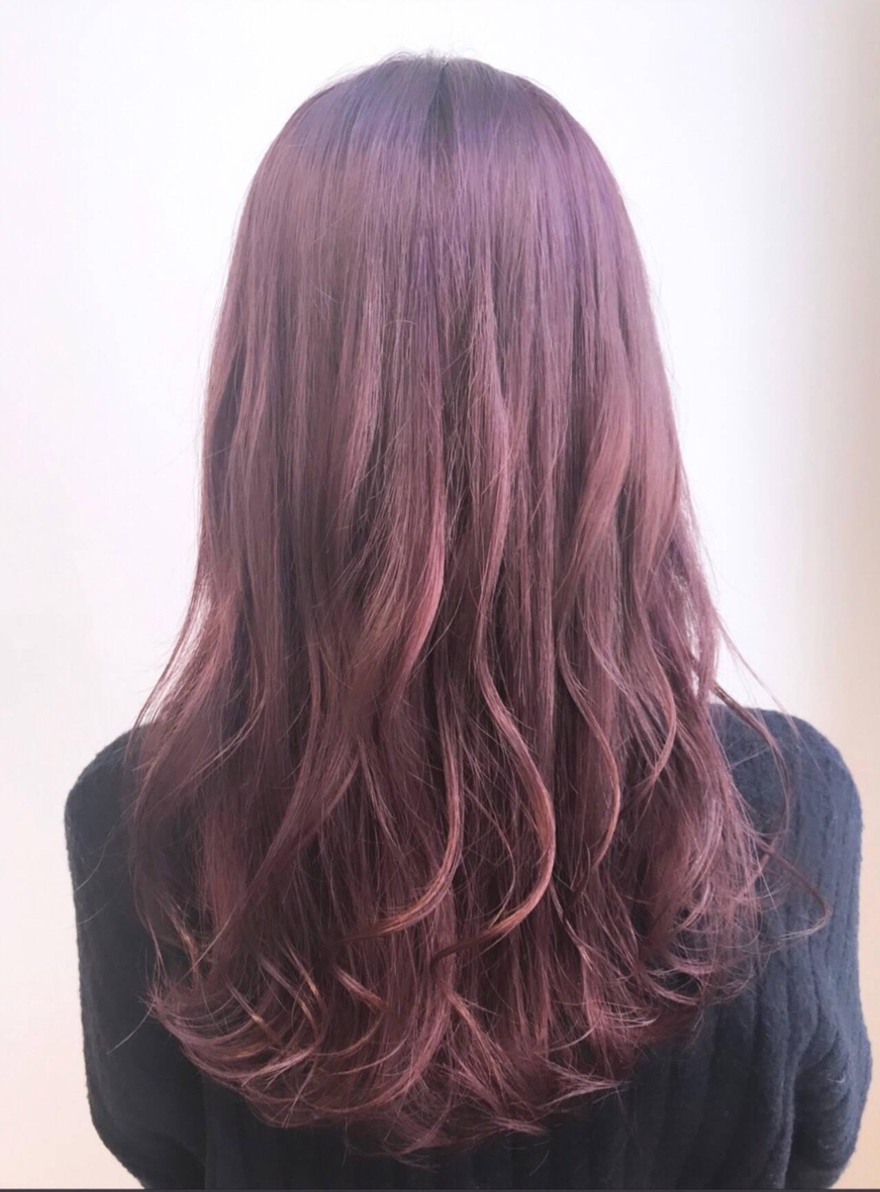 ピンクバイオレット フェミニン ブリーチカラー ロングヘアスタイルや髪型の写真・画像