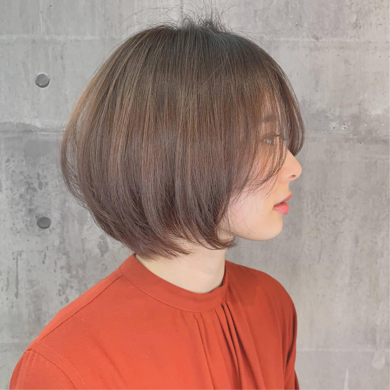 ナチュラル ショートボブ ヘアカラー 小顔ショートヘアスタイルや髪型の写真・画像