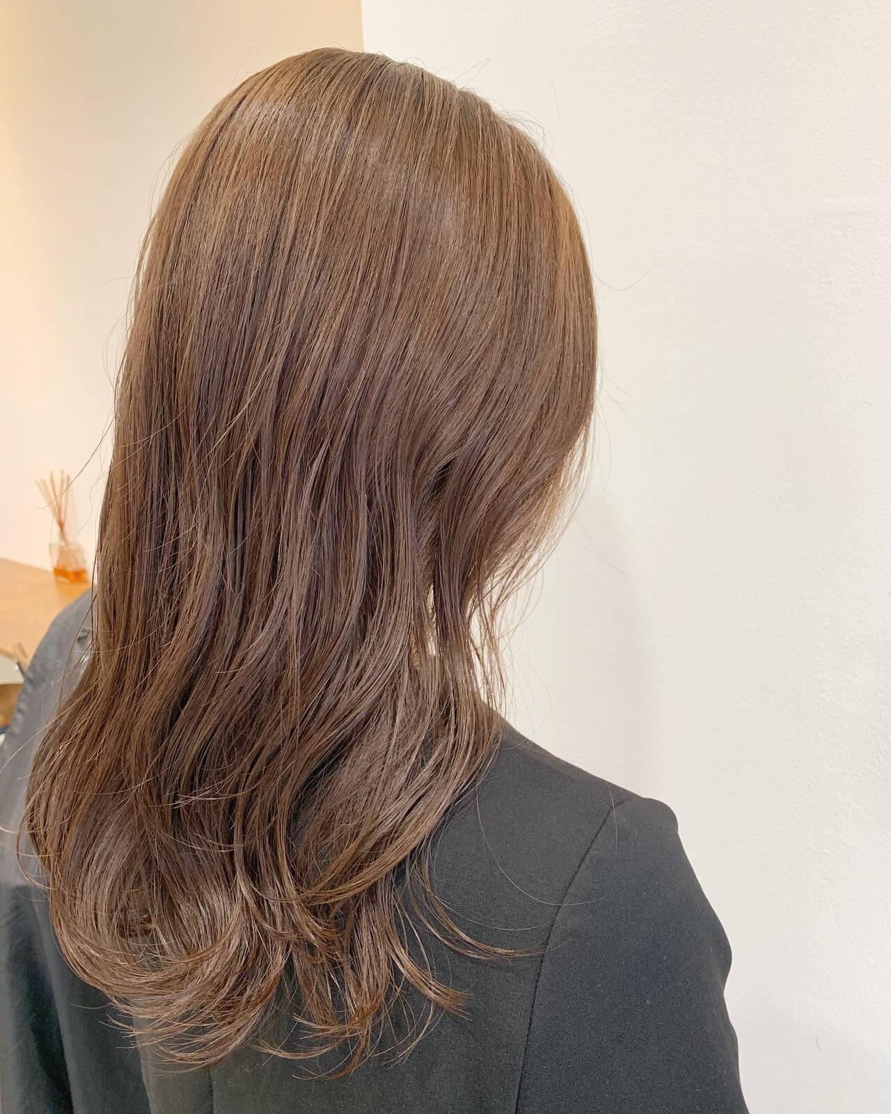 ピンクベージュ ロング シアーベージュ 透明感カラーヘアスタイルや髪型の写真・画像