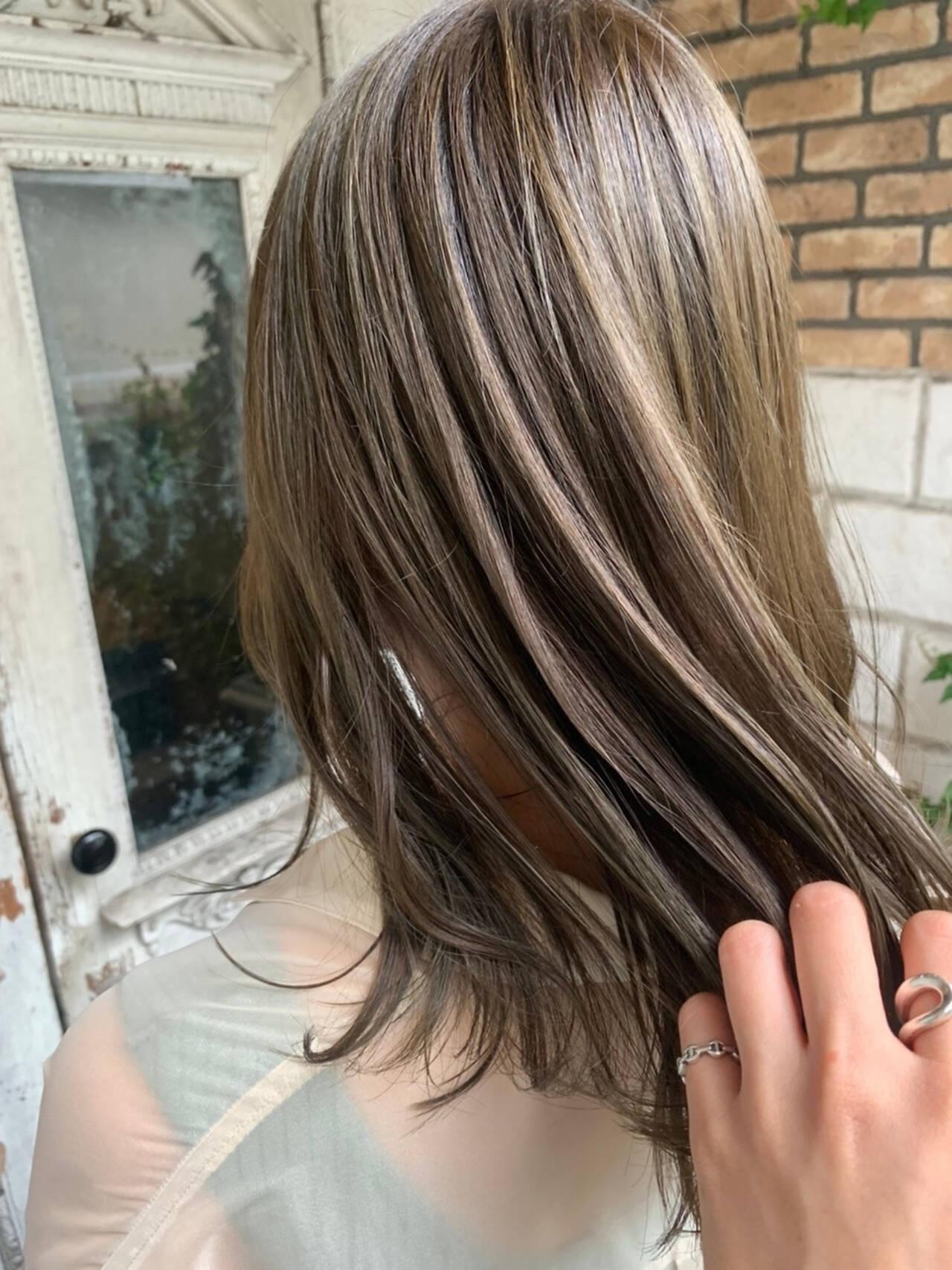 透明感カラー グレージュ シアーベージュ 大人可愛いヘアスタイルや髪型の写真・画像
