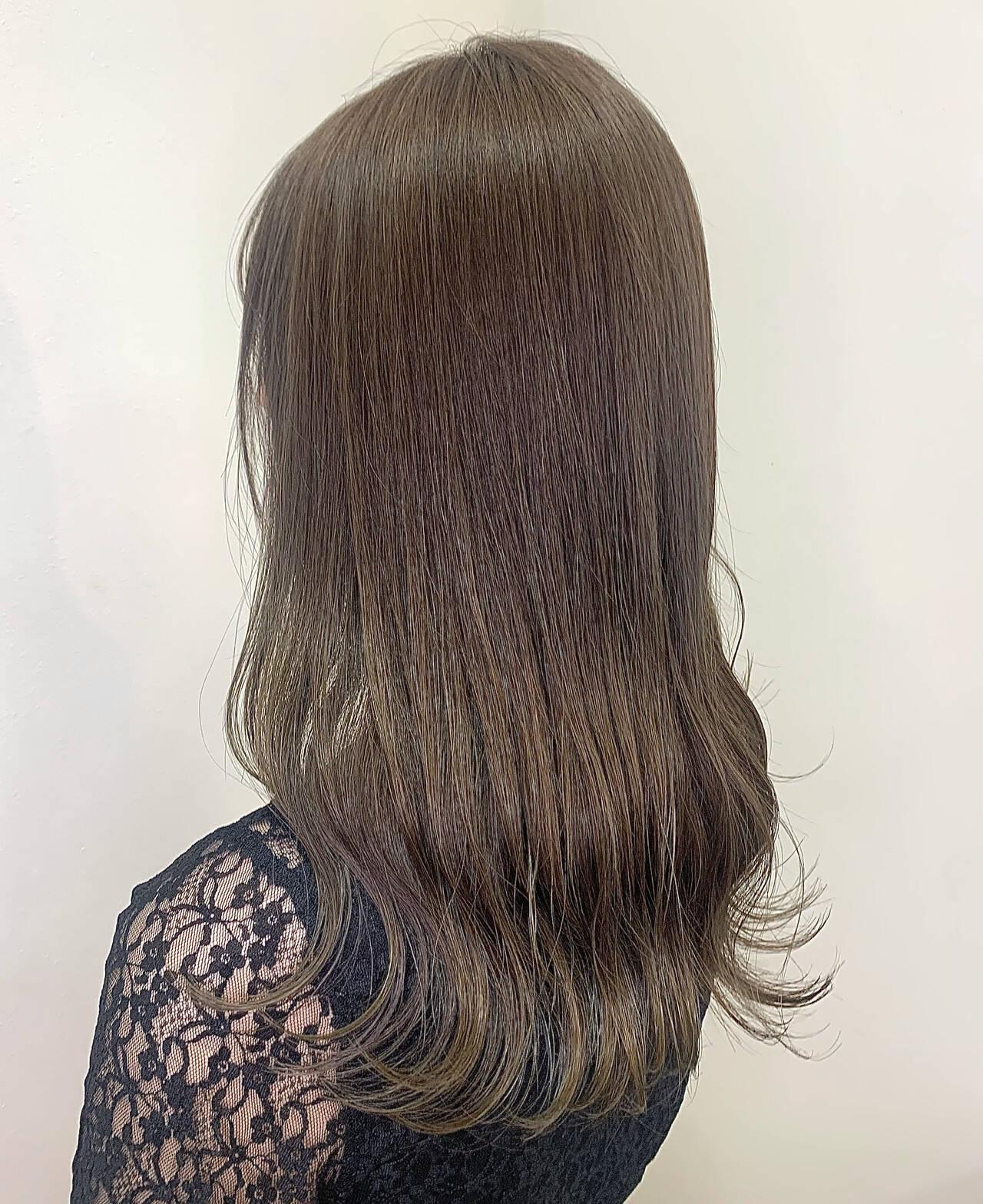 ミルクティーベージュ ブリーチなし ロング ナチュラルヘアスタイルや髪型の写真・画像