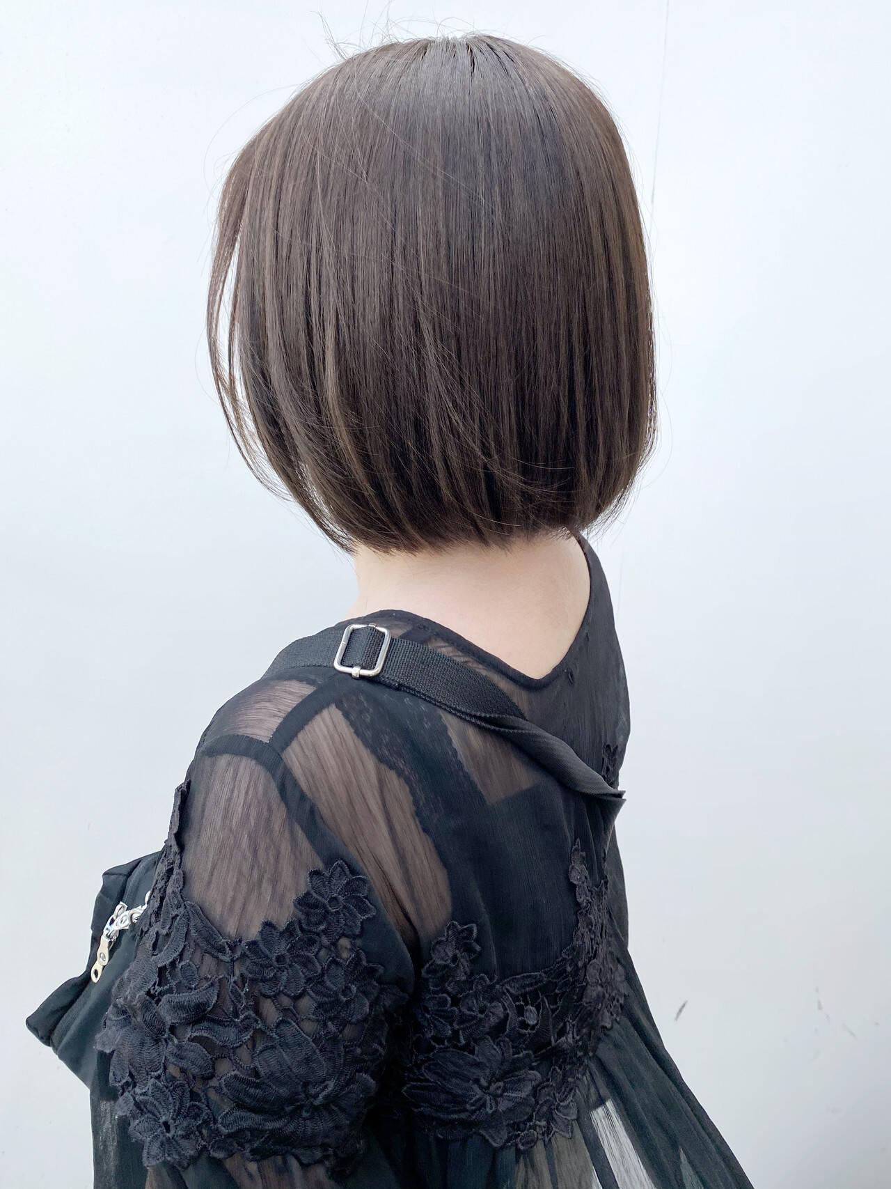 ベージュ ブラウンベージュ ナチュラル 切りっぱなしボブヘアスタイルや髪型の写真・画像