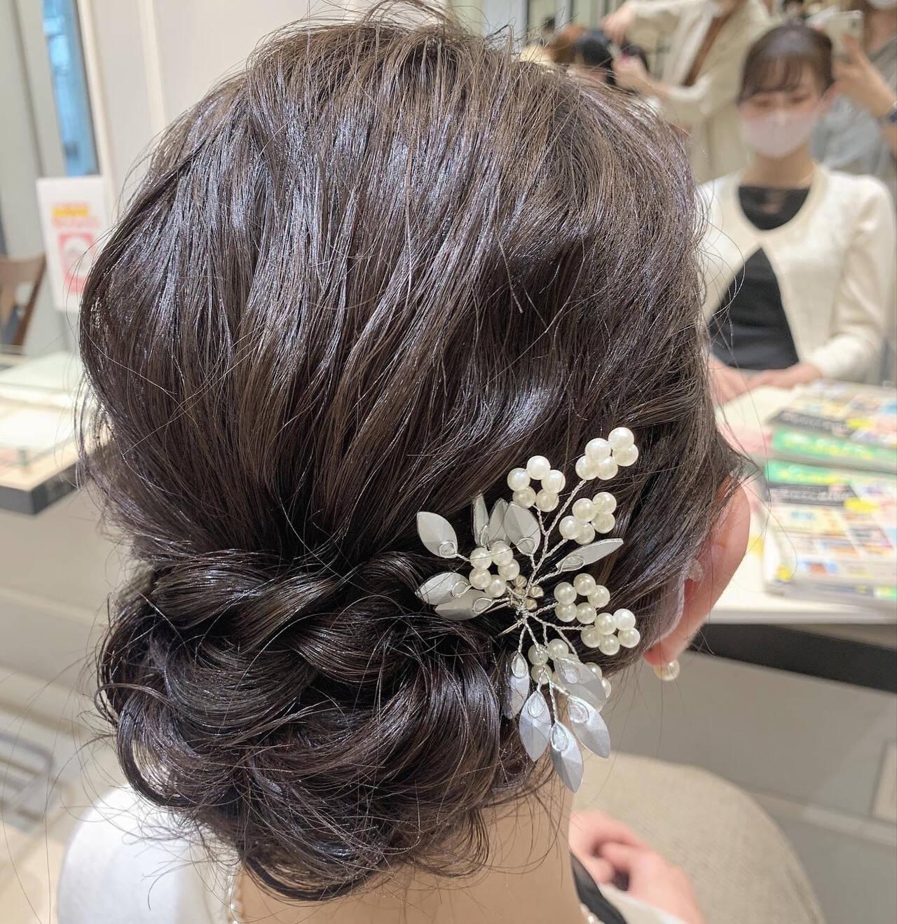 シニヨン 結婚式ヘアアレンジ 二次会ヘア セミロングヘアスタイルや髪型の写真・画像