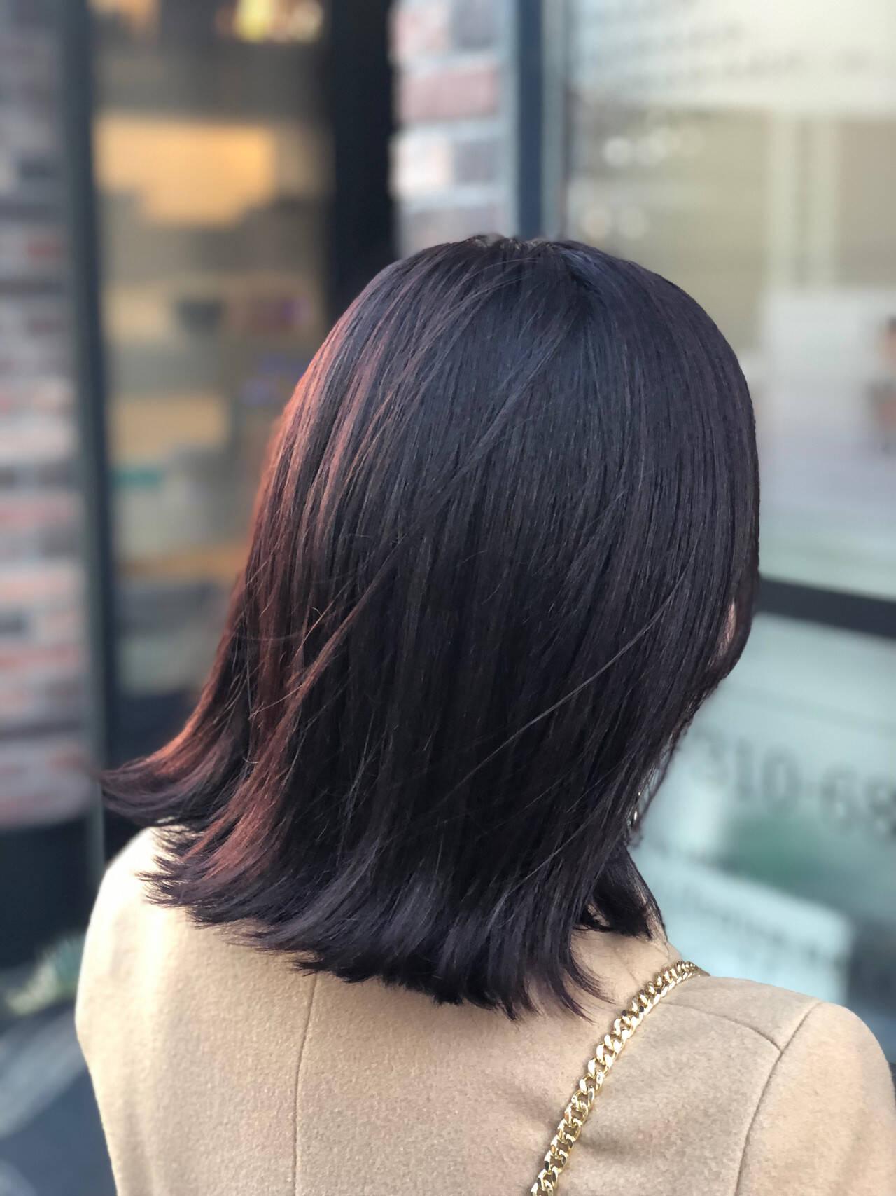 暗髪 レッドブラウン ミディアム ナチュラルヘアスタイルや髪型の写真・画像