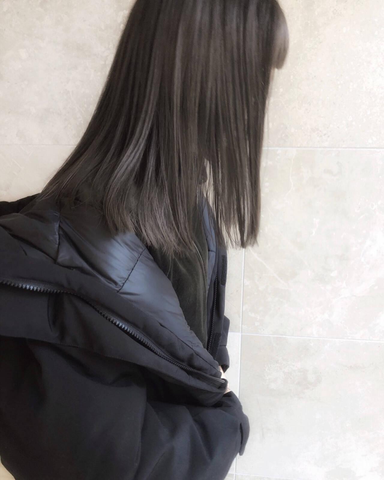 切りっぱなし セミロング ラベンダーグレージュ ストリートヘアスタイルや髪型の写真・画像