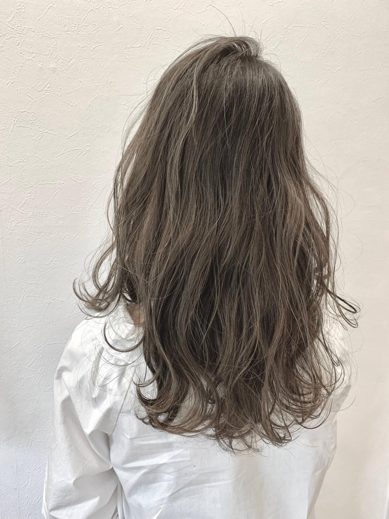 透明感カラー ロング 春スタイル グレージュヘアスタイルや髪型の写真・画像