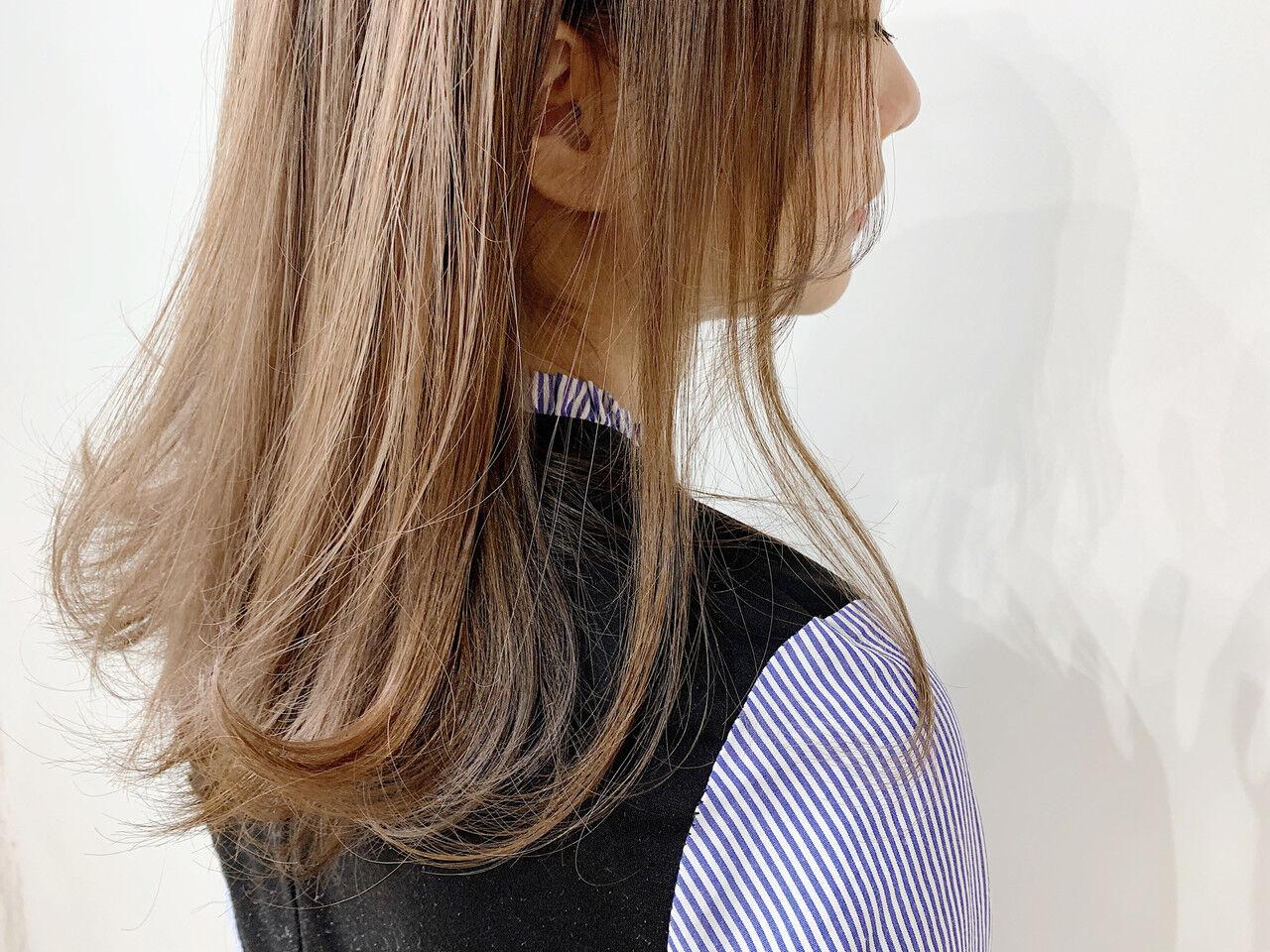 ミルクティーブラウン ミディアム ミルクティーベージュ ミルクティーヘアスタイルや髪型の写真・画像