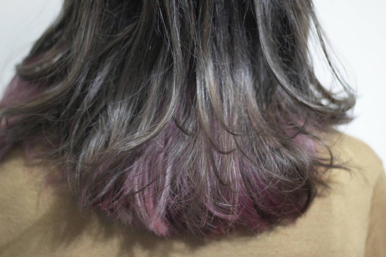 シルバー グレー セミロング シルバーアッシュヘアスタイルや髪型の写真・画像